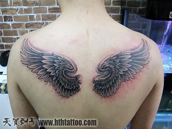 美女后背天使翅膀纹身图_纹身图案