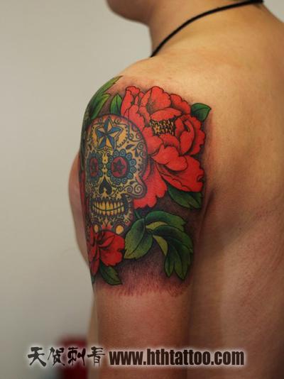女性腹部牡丹花纹身图案
